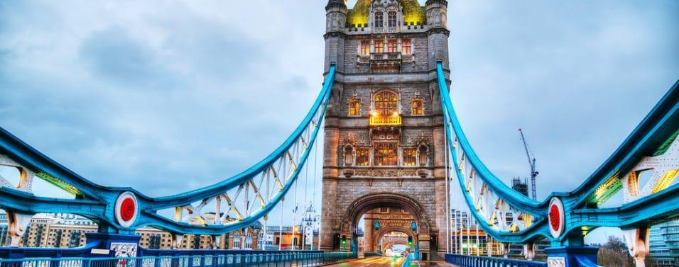 London bridge straight on